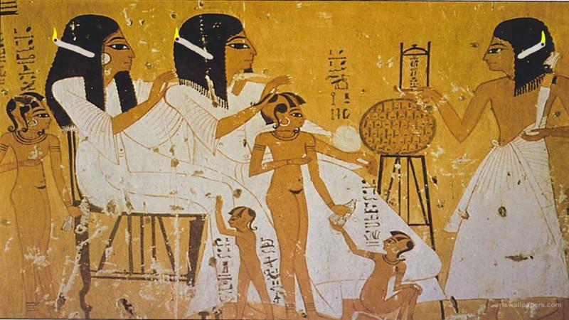 エジプトのキャンドルを耳にさす人々